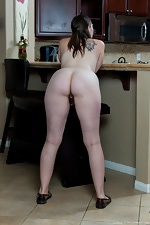 Lindsay gets busy in the kitchen - pic #7