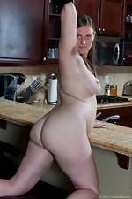 Lindsay gets busy in the kitchen - pic #9