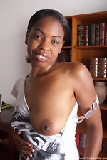 Natural girl cum oozing from ebony Lippz - pic #5