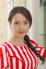Lisa Carry strips off her red striped dress for us  - pic #2