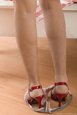 Lisa Carry strips off her red striped dress for us  - pic #8