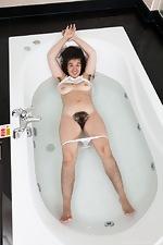 Lisandra strips naked as she takes a bath - pic #8