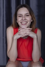 Lola Fiew poses in her new sexy red dress - pic #5