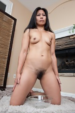 Max Makita urinates in this hairy porn - pic #11