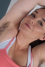Hairy babe Maxine Holloway enjoys working out too - pic #2