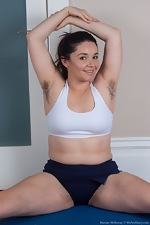 Hairy babe Maxine Holloway enjoys working out too - pic #4