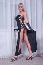Maya's sexy black dress - pic #3