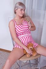 Peek up Maya's short pink dress - pic #4