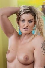 Hairy gilrl Melania takes off her sundress - pic #4