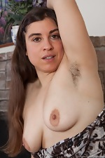 Mercedez shows all-natural California hairy body - pic #4