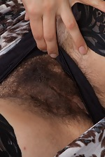 Mercedez shows all-natural California hairy body - pic #5