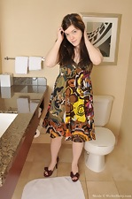 Shy Nicole bares all in the bathroom - pic #9