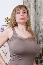 Nira gets comfy in hirsute porn - pic #2