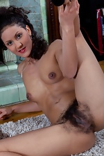Ocean Sky shows her hairy body - pic #9