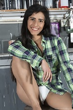 Pamela strips naked in her garage - pic #1