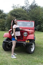 Paris poses naked outdoors by her red jeep - pic #1