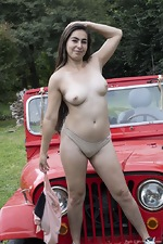 Paris poses naked outdoors by her red jeep - pic #6