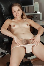 All natural hairy babe Rachel in office - pic #9