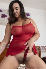 Ramira poses in her red lingerie in bed - pic #3