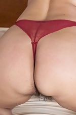 Ramira poses in her red lingerie in bed - pic #8