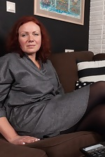 Ranunculus strips nude on her brown couch - pic #1