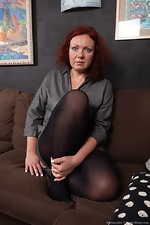 Ranunculus strips nude on her brown couch - pic #2