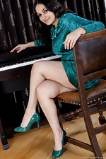 Erotic piano lessons with hairy girl Riani - pic #1