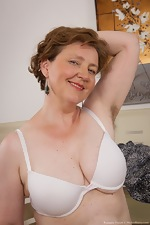 Mature hairy woman Romana Sweet loves her body - pic #5
