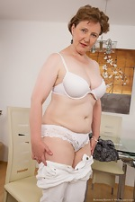 Mature hairy woman Romana Sweet loves her body - pic #6