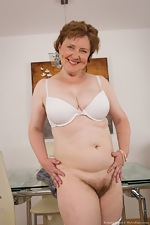 Mature hairy woman Romana Sweet loves her body - pic #8