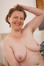 Mature hairy woman Romana Sweet loves her body - pic #9