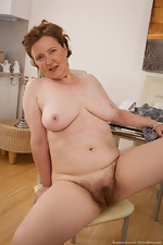 Mature hairy woman Romana Sweet loves her body - pic #10