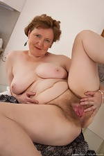 Mature hairy woman Romana Sweet loves her body - pic #15