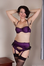 Hairy girl Sadie Lune strips in purple lingerie - pic #3