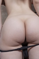 Sandra has fun being naked in her kitchen - pic #4