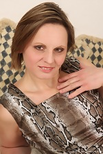Saxana spreads her juicy bush wide - pic #1
