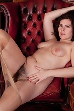 Hirsute model Sharlyn enjoys her new job - pic #10