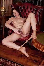 Hirsute model Sharlyn enjoys her new job - pic #15