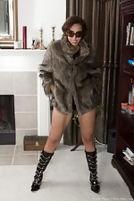 Sophie Moore is elegant in her fur and black boots  - pic #2