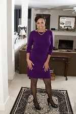 Sophie Moore takes off dress and stockings to play  - pic #1