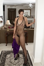 Sophie Moore takes off dress and stockings to play  - pic #5