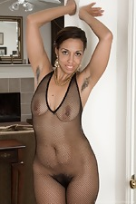Sophie Moore takes off dress and stockings to play  - pic #6