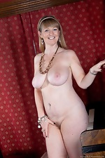 Sophie UK is a mature milf with large natural tits - pic #14