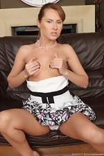 Susane's hot natural body on the couch - pic #4