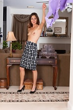 Vanessa Bush enjoys stripping off a purple shirt  - pic #4