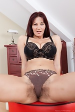 Hairy girl Vanessa J is very curvaceous - pic #5