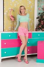 Vanessa Scott strips naked in her pink heels  - pic #1