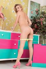 Vanessa Scott strips naked in her pink heels  - pic #8