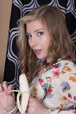 Vanessa V eats banana and then masturbates - pic #1