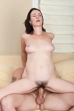Veronica Snow makes a hardcore hirsute porn - pic #10